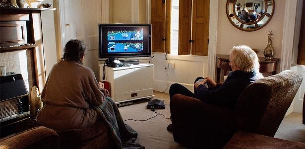 Casal joga videogame há 17 anos para decidir quem lavará a louça
